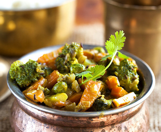 Broccoli, carrot and peas curry with coconut milk
