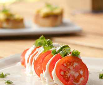 Simple Caprese Salad – Italian Tomato Mozzarella Basil Olive Oil Insalate – How to make Caprese Salad
