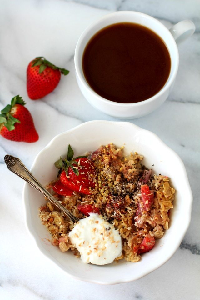 Skinny Strawberry Cheesecake Baked Oatmeal {dairy-free & gluten-free}