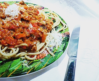 Midweek meals: Spaghetti Bolognese #Dolmio #ThankGoodness
