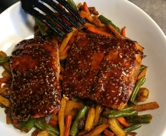 Teriyaki salmon with vegetables and noodles - recipe