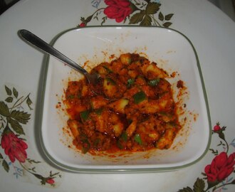PESARA AVAKAYA (MANGO PICKLE WITH ROASTED MOONG DAL)