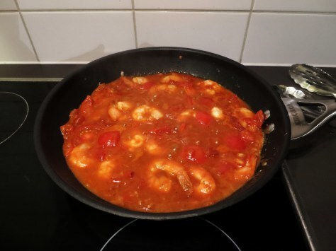 Garlic Prawns in rich tomato sauce – less than 300 calories per serve
