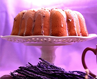 Lavender and lemon Bundt Cake and Mini-Cupcakes.