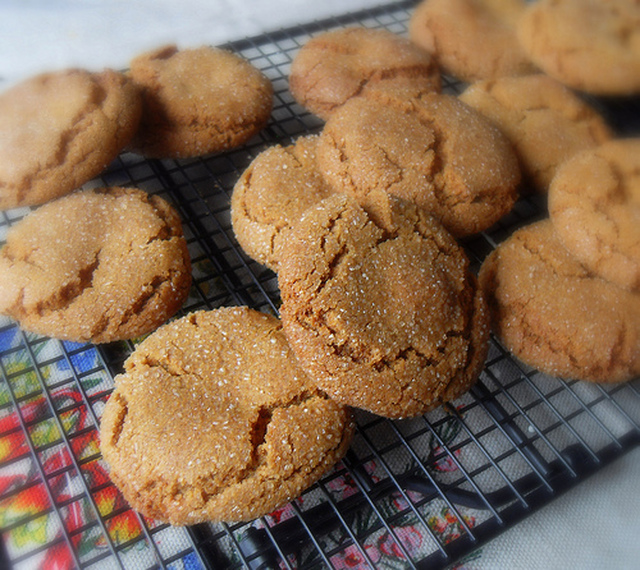 Old Fashioned Molasses Crinkles