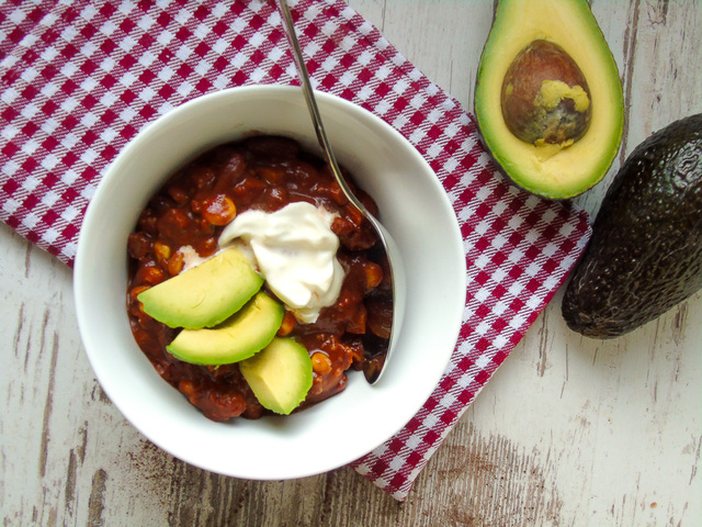 Hot Chocolate Chili mit Avocado