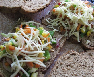 BROWN BREAD VEG TOAST
