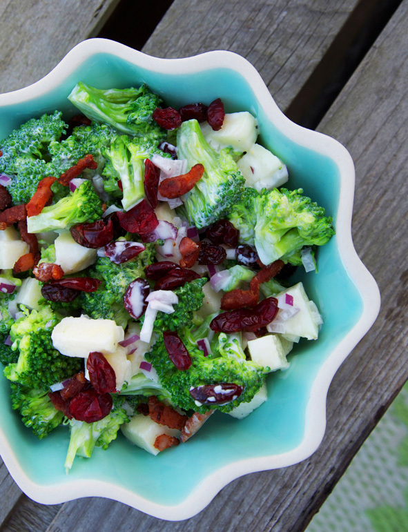 Broccoli salad with apple & bacon