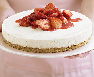 STRAWBERRY CHEESE CAKE IN 4 EASY STEPS