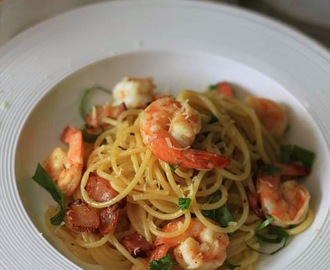 Recipe: Spaghetti pasta with garlic butter prawns, crispy bacon and chilli flakes