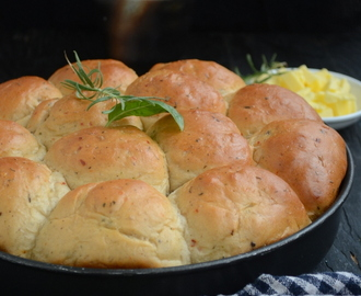 Whole Wheat Bread Rolls with Herbs