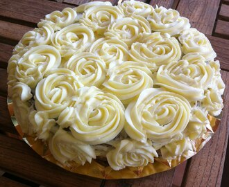 Swiss Merengue Buttercream {Swiss Merengue Buttercream}