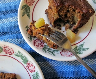 apple spice cake with chocolate chunks {chocolate party}