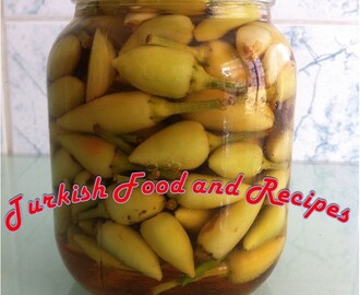 Pickled Hot Baby Peppers (Biberiye Tursusu)