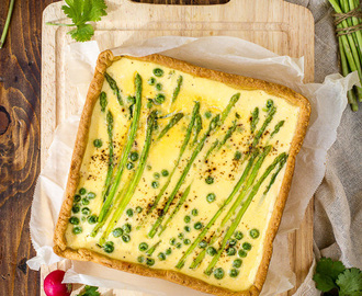 Spring quiche with asparagus and ricotta