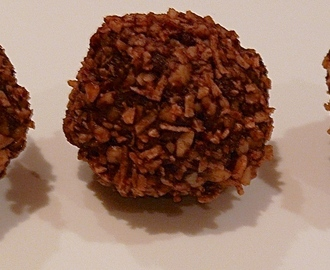 Chocolate Macadamia & Coconut Bliss Balls