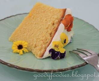 Recipe: Moist butter cake with Crème Chantilly and edible flowers