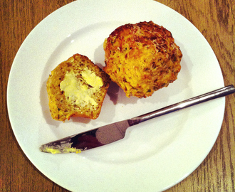 Red pesto and cheddar cheese muffins
