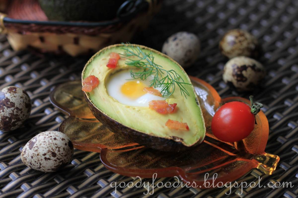 Recipe: Baked quail egg in avocado with crispy bacon