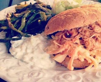 Pulled chicken burger med Coleslaw