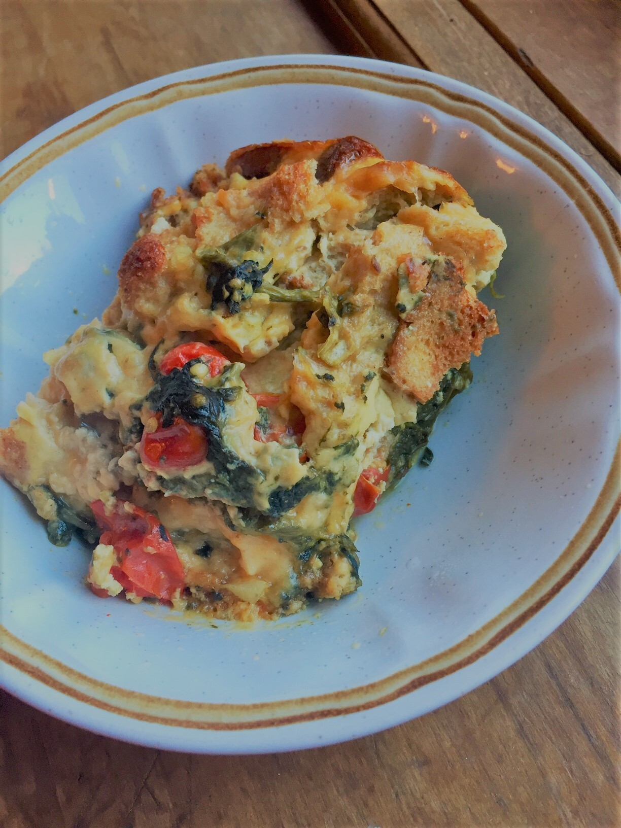 Cheesy Spinach and Bacon Breakfast Strata