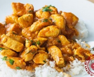 Pollo al curry cremoso