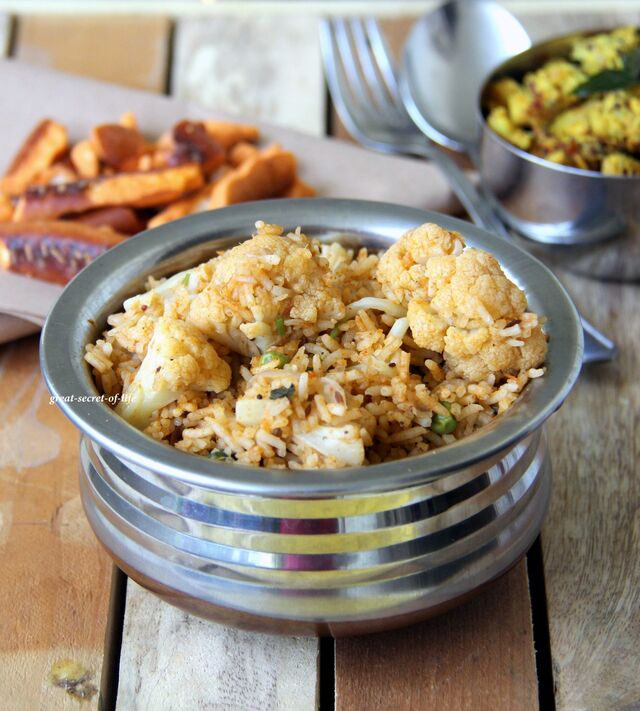 Cauliflower and peas rice