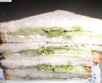 Cucumber-Cheese-Chutney Sandwiches
