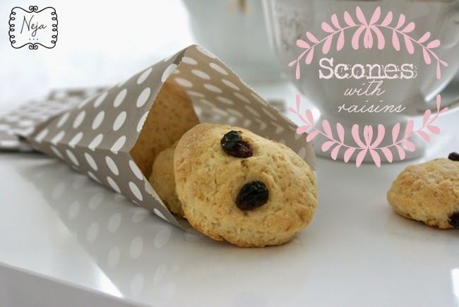 Scones with raisins / Pogacice z rozinami
