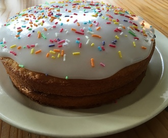 A Simple Sponge Cake, Old Fashioned Victoria Sponge.