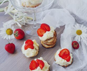 Gluten Free Biskvi w Whipcream and Strawberries // Midsummer Treat