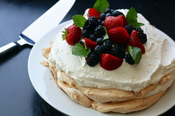 Pavlova Recipe with Berries