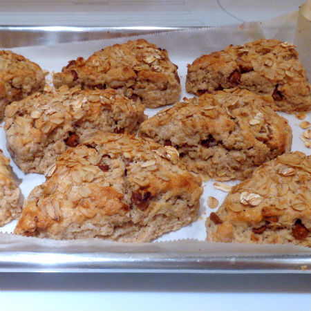 Toasted Oat and Cinnamon Scones