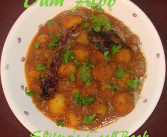 Kashmiri Dum Aloo - Baby Potatoes in Yoghurt based Gravy