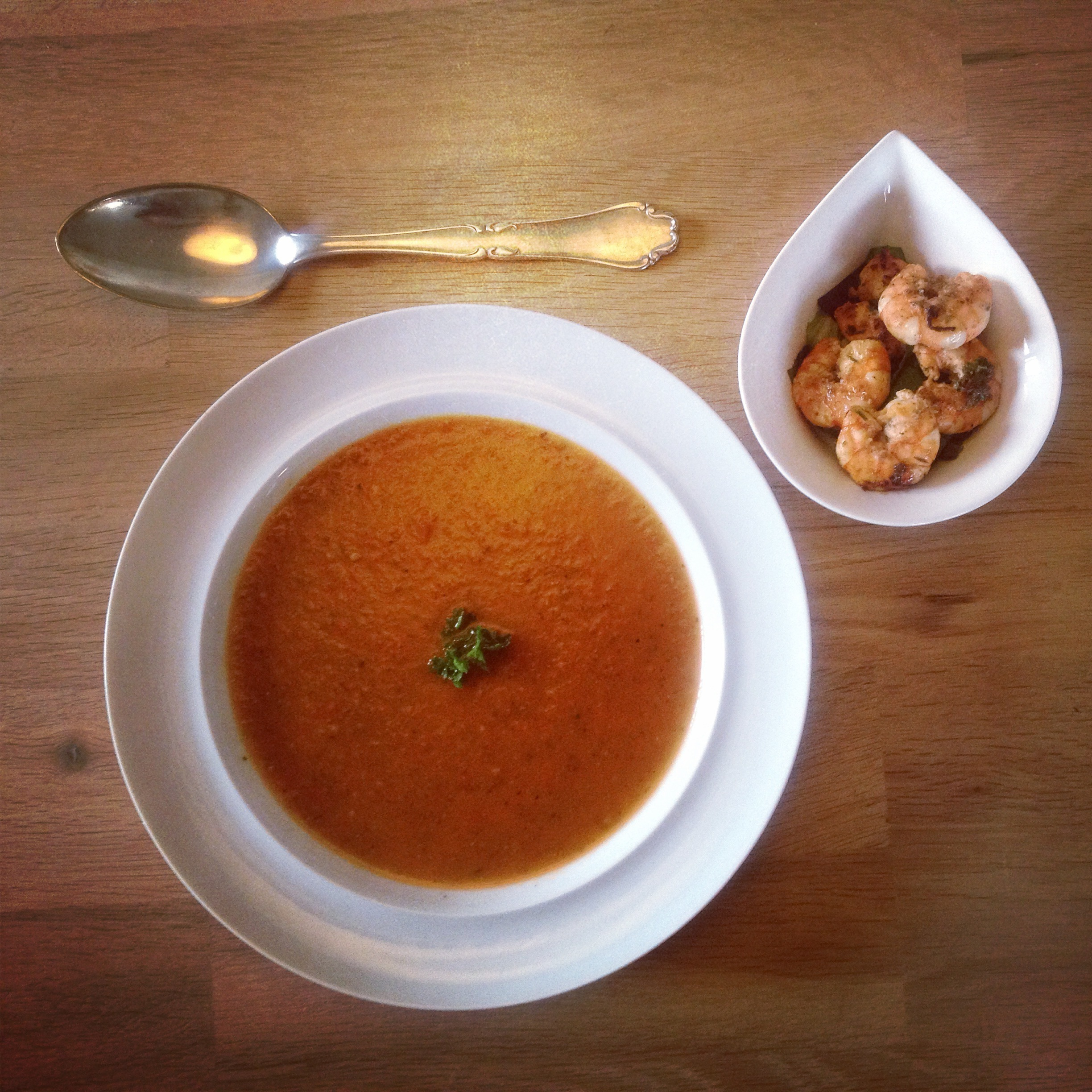 Spicy tomat suppe med tigerreger