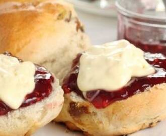 Scones, lemon curd en clotted cream