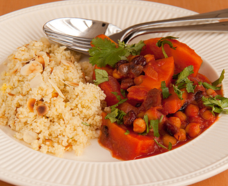 Pompoen, cranberries & rode ui tagine