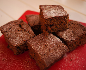 Taste Christmas, meeting THE Mary Berry and Treacle Spice Traybake