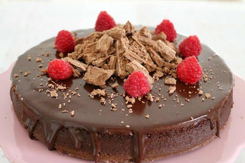 Super Easy 3 Ingredient Flourless Chocolate Cake With Chocolate Ganache