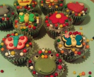 Mini cupcakes for barn :)