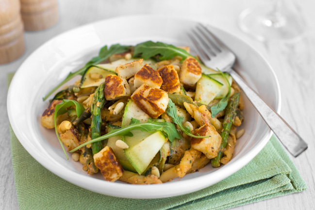 Asparagus and halloumi pasta with smoky tomato pesto