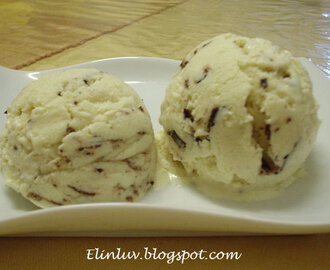 Irish Cream Liqueur Ice Cream With Chocolate Shavings