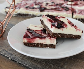 No Bake – Cheesecake Slice with Black Cherry & Vanilla Swirl