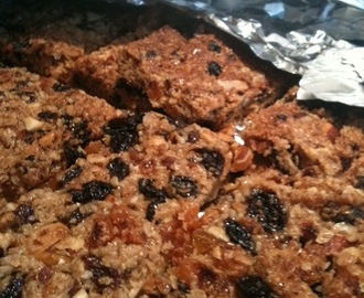 Flapjack with apricots, nuts and sultanas