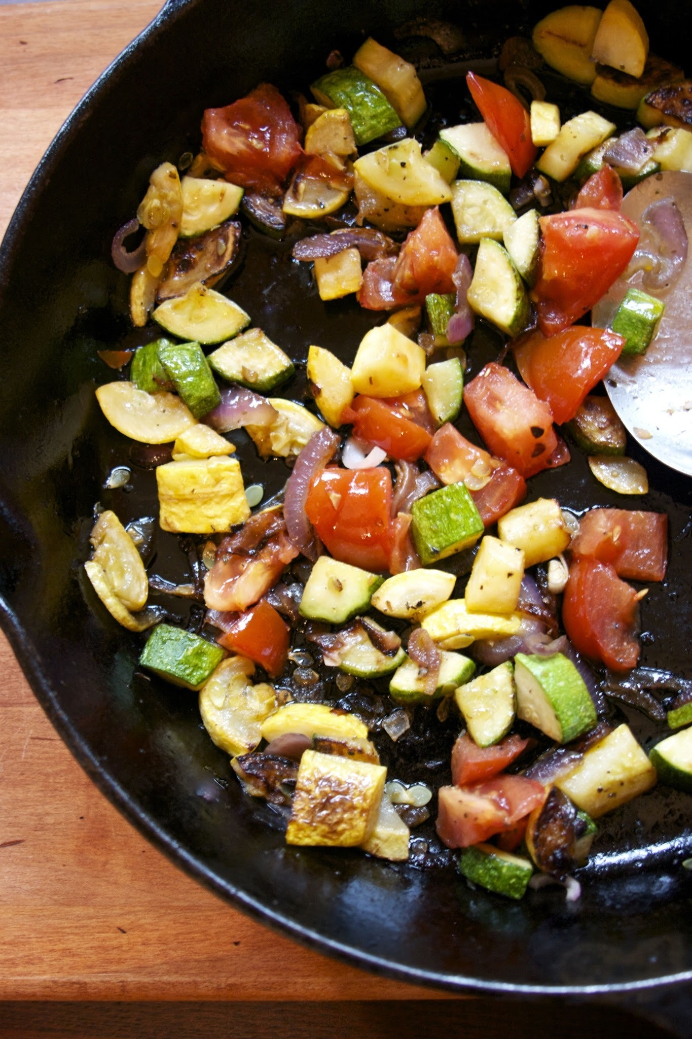 Summer Vegetable Saute- Zucchini, Tomato & Red Onion #side dishes #summer recipes