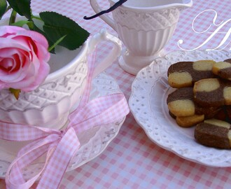 GALLETITAS BICOLORES DE CHOCOLATE Y VAINILLA.