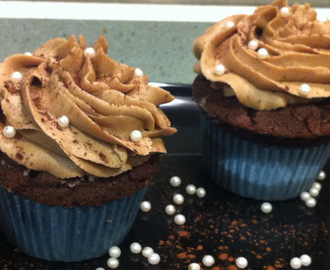Cupcakes de chocolate y buttercream de cacao
