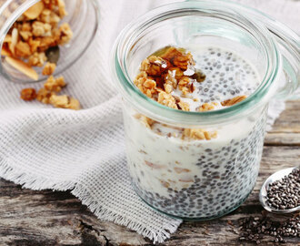 chia pudding with granola