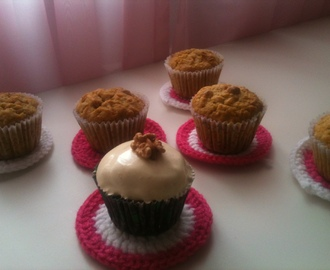 Cupcakes de zanahoria y nuez con merenge de naranja y canela - Carrot and walnut cupcakes with orange and cinnamon meringue