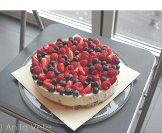 Vanilla cheescake with fresh berries